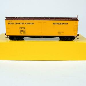 Accurail Fruit Growers Express FGEX 40' Wood Reefer Ice Bunker Car HO Scale 4802
