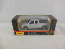 Maisto 11001 Chevy Silverado Pick-up In Silver scale 1:64 Boxed 2000