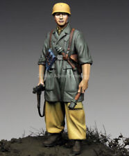 ALPINE MINIATURES  35221, NCO 1st FJ Div in Italy, SCALE 1:35