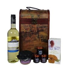 Clarendon Vintage Style Chest Food & Wine Hamper with Las Montanas White Wine