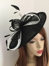 Fascinator de la Negro Blanco Boda platillo Sombrero Formal Damas Hatinator Oval carrera de disco