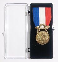 Médaille d'honneur pour acte de courage et de  dévouement SAUVETAGE Bronze foncé