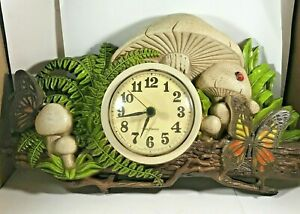 Vintage 1975 New Haven Battery Op Mushroom Butterfly Wall Clock