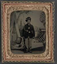 Photo Civil War Union Soldier 33rd Missouri Infantry Regiment Musket Revolver