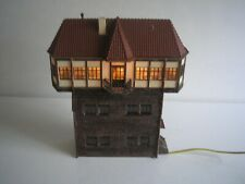 OO HO GANTRY SIGNAL BOX BUILDING WITH WORKING LIGHT