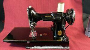 Vintage Singer Featherweight Sewing Machine Model 221