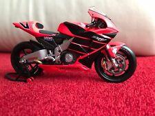 MINICHAMPS 1:12 HONDA RC211V VALENTINO ROSSI SUMMER TEST BIKE 2001 MOTO GP