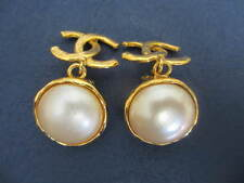 Authentic CHANEL Paris Vintage CC clip Dangling  earrings (pearl-gold)