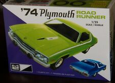MPC 920 1974 Plymouth Road Runner plastic model kit 1/25