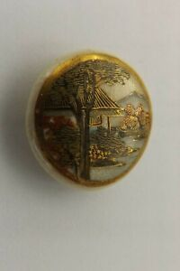 VINTAGE SATSUMA CHINA BUTTON A STUDY OF JAPANESE TEMPLES  2.5CMS (2980)