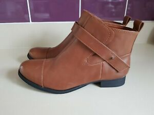 CLARKS  LEATHER ANKLE BOOTS SIZE UK 7 D NEW WITHOUT BOX