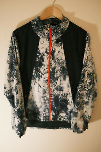 MENS UNDER ARMOUR BLUE SPLATTERED ABSTRACT LIGHTWEIGHT JACKET SIZE L LARGE