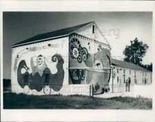 1977 Press Photo Circus Scenes Mural on Barn Janesville Rock County Wisconsin