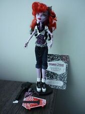MONSTER High Operetta Bambola ONDA 1st con Anello DIARIO Stand Borsa Pet Brush