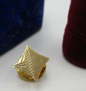 A Vintage, Possibly C1950s - 60's Gentleman's 9ct Gold Tie or Lapel Pin.