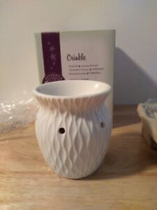 """RETIRED Scentsy Plug-In Warmer """"CRINKLE"""" White for Use With Bars or Wax  NEW"""