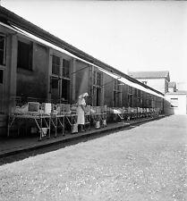 PARIS c. 1955 - Hôpital Salpétrière Enfants Lits Dehors - Négatif 6 x 6 - N6 P55