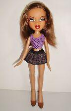 Poupée Doll BRATZ 2001 chatain clair, mini jupe ecossaise (24cm)