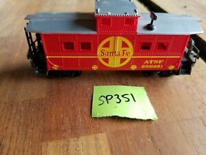 ATSF 999851, RED CABOOSE WITH SILVER ROOF, sp351
