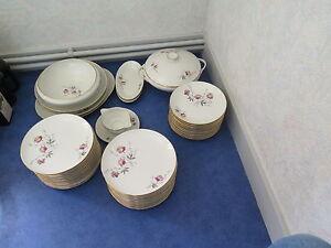 Service de table en véritable porcelaine de Limoges complet 44 pièces