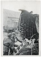 Über Berlin abgeschossene Manchester. Orig-Pressephoto, um 1940