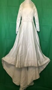 Davids Bridal White Wedding Gown Size 4 MSRP $700 Beaded Preserved Box