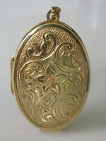 9ct Gold Pendant - 9ct Yellow Gold Patterned Floral Oval Locket/Pendant