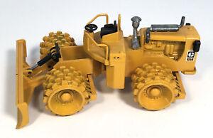 Joal Caterpillar Cat 825B Compactor W Blade 218