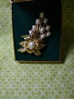 MARVELLA Faux Pearl Pin Brooch VINTAGE Gold Tone, Original Box