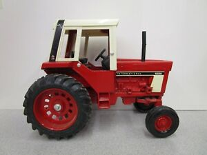 Vintage ERTL IH International 1/16 Scale 1586 Toy Tractor with Cab