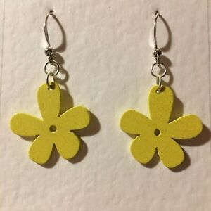 FUNKY YELLOW WOOD 5 PETAL FLOWER DROP earrings SILVER PL RETRO 60'S 70'S POWER S