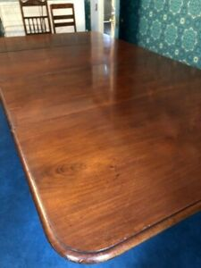 Beautiful Victorian Mahogany Antique Extendable Dining Table. Seats 12