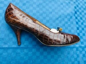 Vintage 1950s Brown Crocodile Leather Ladies Shoes by Rayne size 5