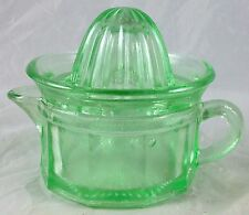 EMERALD GREEN GLASS 1/2 CUP CAPACITY MEASURING CUP SPOUT JUICER REAMER LID