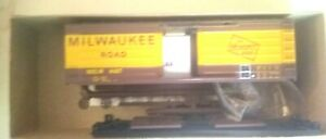Roundhouse 3231 Milwaukee Road (MILW)  40ft Horizontal Rib SD Box Car, MINT