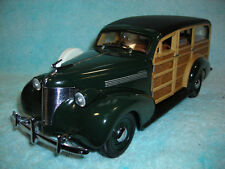 1/18 1939 CHEVY WOODY WAGON IN MEADOW GREENREAL WOOD BY MOTOR CITY CLASSICS.