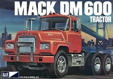 MPC  859 MACK DM600 TRACTOR model kit 1/25