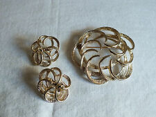 Collectible Gold Tone Sarah Coventry Signed Brooch Pin Clip Earring Set