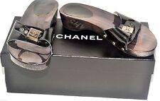 Autentico Chanel Nera Pelle Verniciata e Legno Sandali diapositive UK 4/EURO 37 USATO