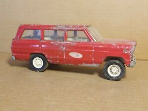 Vintage Red Tonka Jeep Wagoneer Toy Truck for TRAILER with CORVETTE