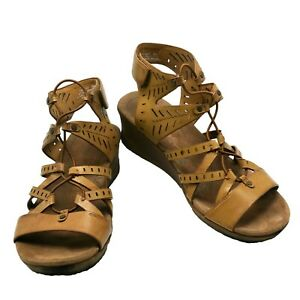 Bare Traps Tiffany Wedge Gladiator Sandals Tan Neutral platform 8M