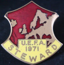 THE FOOTBALL ASSOCIATION 1971 UEFA STEWARD Badge Brooch pin In gilt 32mm x 34mm
