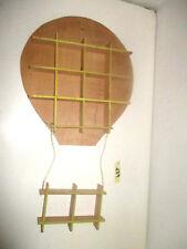 Bacheca mensola legno compensato forma mongolfiera gialla decoupage cameretta