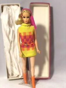 Mattel Mod Era Barbie New n' Wonderful Walking Jamie Sears Exclusive With Stand
