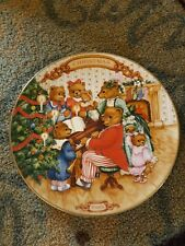 1989 Avon Collectible Christmas Plate gold