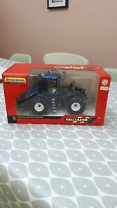BRITAINS FARM TOYS 42628 NEW HOLLAND T9.670 TRACTOR  ( NEW IN BOX )