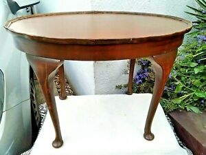 VINTAGE VICTORIAN STYLE OVAL WOODEN TABLE