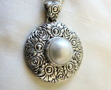 Mabe Pearl Flower Pendant in 925 Sterling Silver / 14.4grams