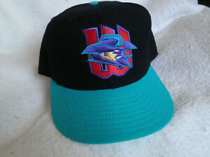 VINTAGE 1995 NEW ERA 5950 WICHITA WRANGLERS 100% WOOL USA BALL CAP SIZE 7 5/8