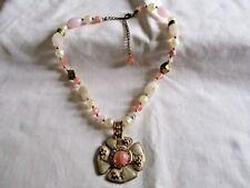 Precioso Collar De Cuarzo Blanco Rosa Esmalte Flor Colgante